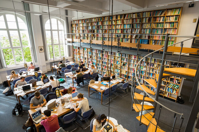 Students in RWTH Aachen University Library
