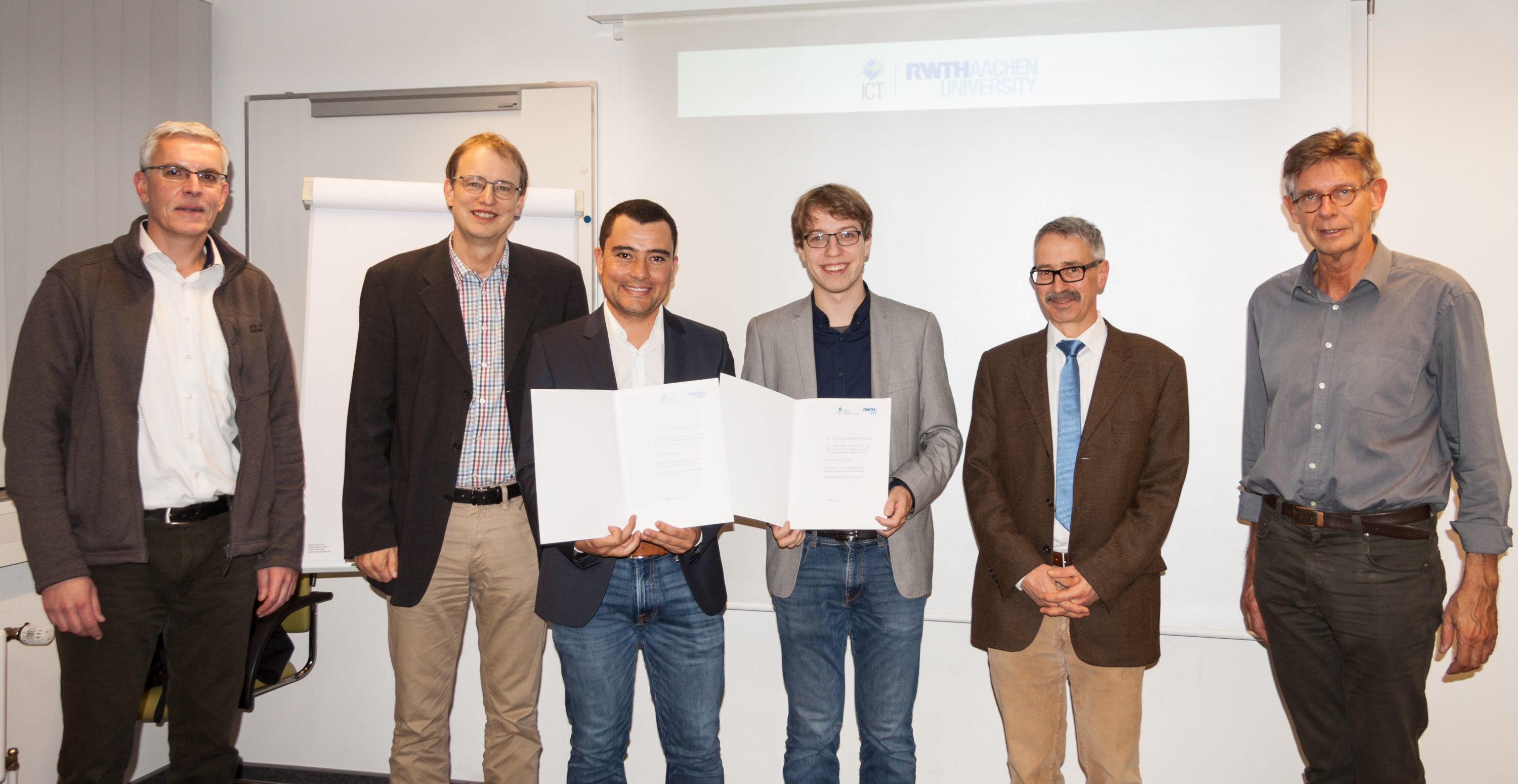 Sebastian Junges and Miguel Anguilar with a certificate